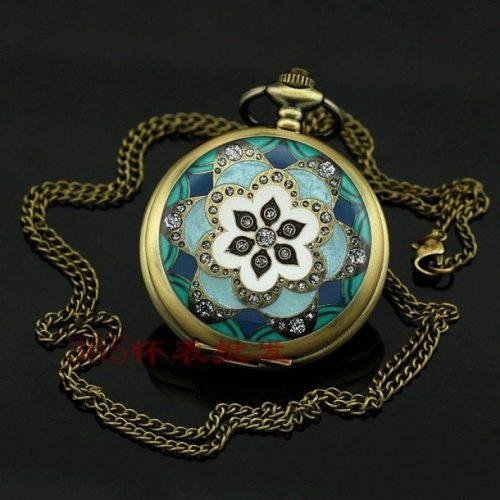 Zarif Görünümlü Çiçek Desenli Antik Köstekli Saat Modeli